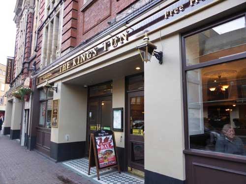 Best bars and pubs in kingston river online - Wohnzimmer hallt was tun ...