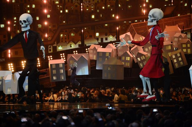 Photo credit: Rex Features Katy Perry's set imitated Donald Trujmp and Therea May's coupling.