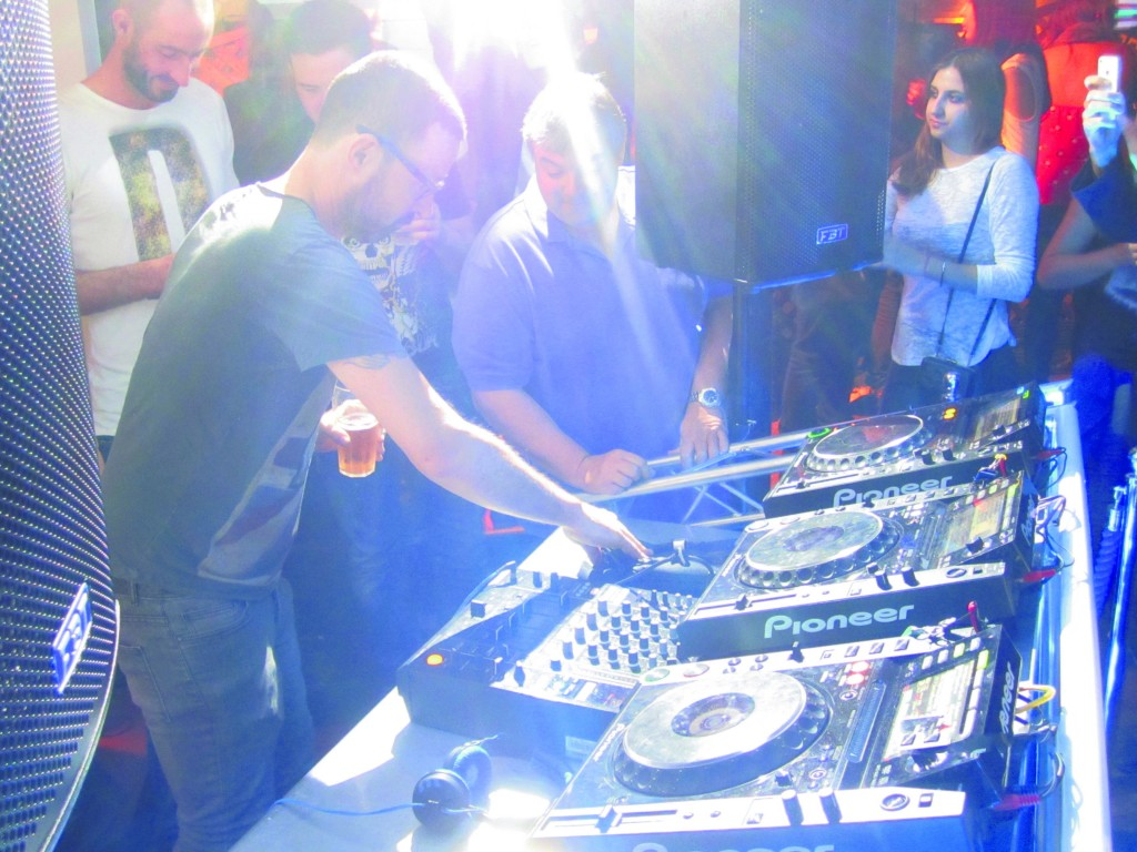 Judge Jules review photos