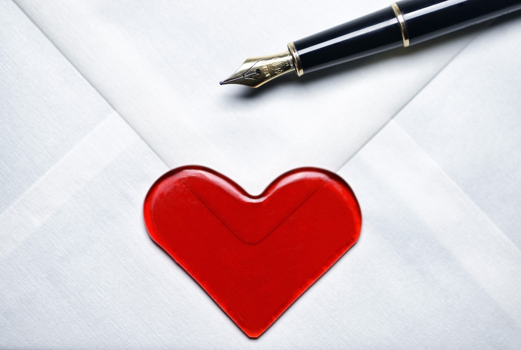 "Online vs offline dating: ""I sent a love letter by post and was rejected"""