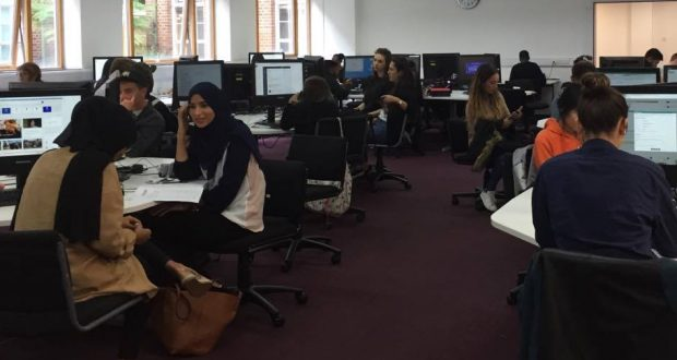 Students use the computers at the Penryhn Road LRC.