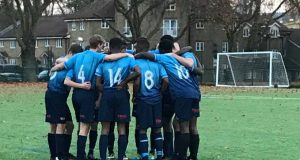 Kingston players huddled at half time Credit: Craig House